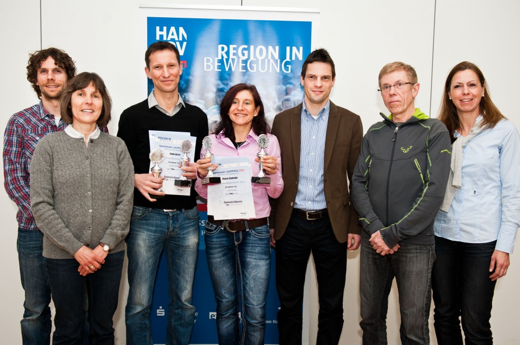 Die Gewinner: Christian Wiese, Hannelore Lyda, Robin Dörrie, Bianca Stanienda, Dirk König, Detlef Oppermann (Sieger der Alterklasse 50+) und Iris Jeep. Foto: Emine Akbaba