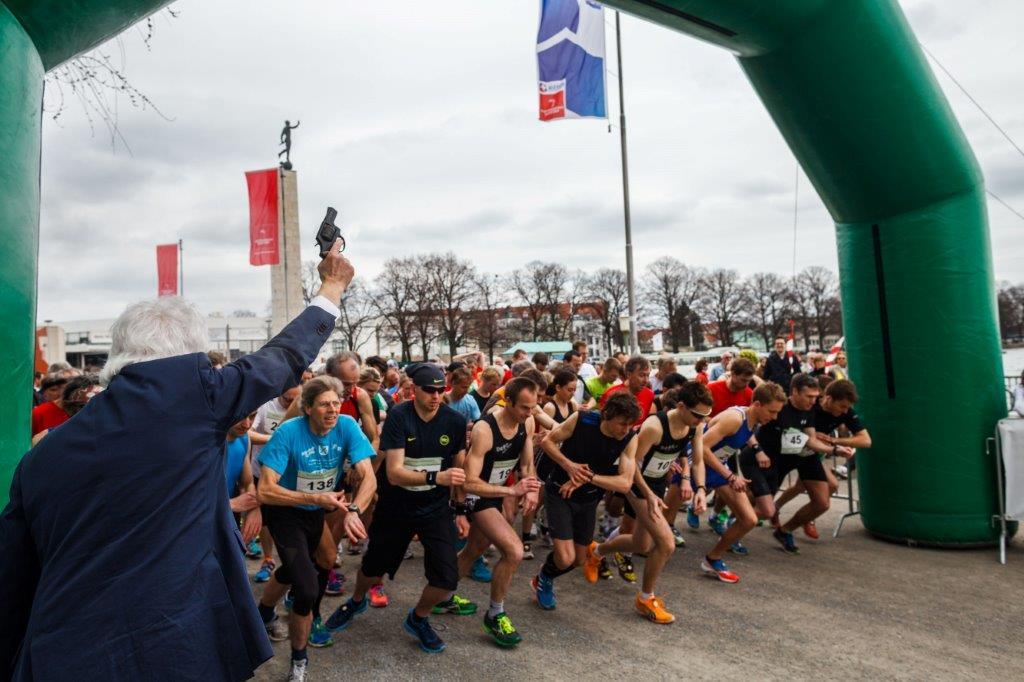Startschuss zum Rekordlauf rund um den Maschsee. Foto: von Ditfurth