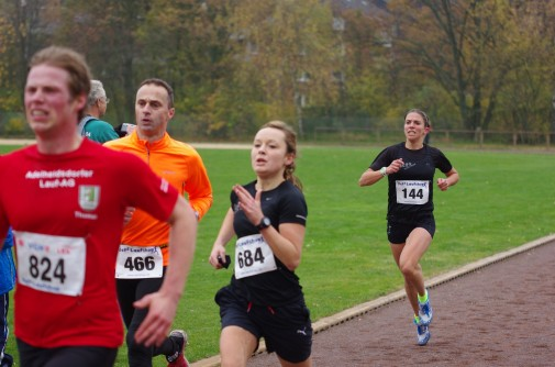Im Endspurt zum Sieg: Sabrina Geermann (vorne) gewinnt mit knappem Vorsprung vor Gwendolyn Mewes. Foto: Stephan Fabig / quick-flash.de