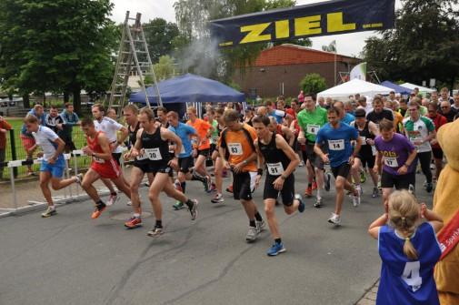 Startschuss zum 10-Km-Lauf in Hämelerwald. Foto: Eggers