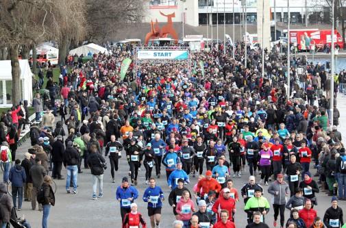 Sportliches Silvester: Das größte Läuferfeld findet sich am Maschsee ein. Foto: Petrow