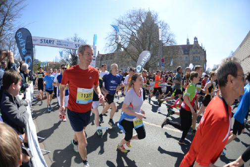 Hannover-Marathon 2015: Das Feld über 10 Kilometer. Foto: HAZ