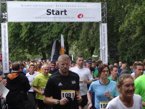 Der Startschuss zum 16. Behördenmarathon am Maschsee.