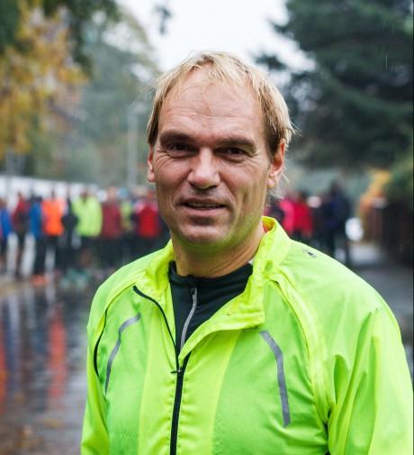 Ralf Berneburg beim Start der HAZ-Laufgruppe Mitte Oktober. Foto: v. Ditfurth