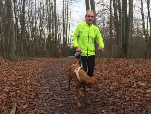 Ralf Berneburg mit Hund Ginga.