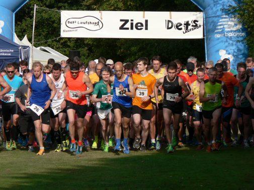 Startschuss zum 10-Kilometer-Lauf des Volkslaufes in Vinnhorst. (Foto: TuS Vinnhorst)