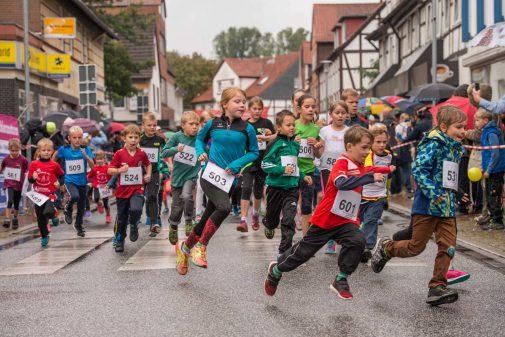 Auch die Jüngsten liefen in Burgdorf mit: beim Kinderlauf. (Foto: Bork)