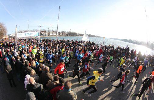 Auf Sonne satt wie 2013 hoffen die Silvesterläufer am Maschsee. Foto: Petrow