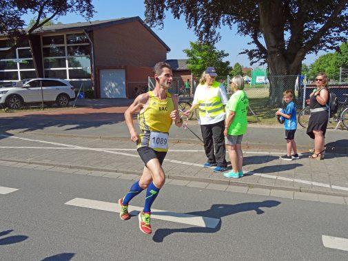 Allein auf weiter Spur: Andreas Solter hat die erste Runde in Neustadt absolviert. Foto: Fettback